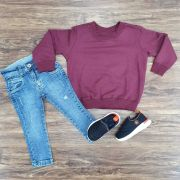 Calça jeans com Blusa de Moletom Vinho