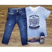 Calça Jeans com Camiseta Azul Clara