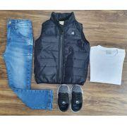 Calça Jeans com Camiseta Branca e Colete Preto