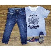 Calça Jeans Destroyer com Camiseta Azul Clara