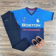 Calça Jeans Escura com Camiseta Gola V Boston