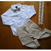 Calça Nude com suspensório e Camisa Branca com Gravata