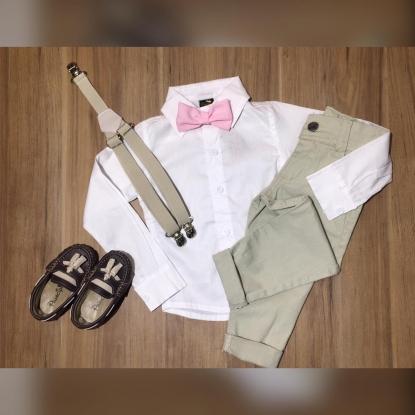 Calça Nude com Suspensório e Camisa Social com Gravata Rosa