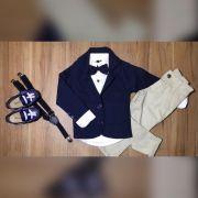 Calça Nude com Suspensório e Camisa Social com Gravata e Blazer