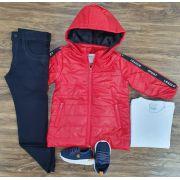 Calça Preta com Camiseta e Jaqueta Vermelha