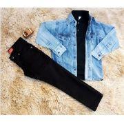 Calça Preta com Polo Preta e Camisa Jeans