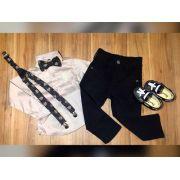 Calça Preta com Suspensório e Camisa Manga Longa com Gravata