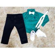 Calça Preta com Suspensório e Camisa Manga Longa Verde com Gravata