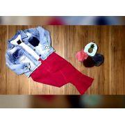 Calça Rosa Capry Flare com Camiseta Branca e Jaqueta Jeans