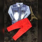 Calça Vermelha com Camisa Jeans