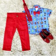 Calça Vermelha com Suspensório e Camisa Heróis com Gravata