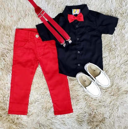 Calça Vermelha com Suspensório e Camisa Preta com Gravata