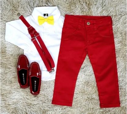 Calça Vermelha com Suspensório e Camisa Social com Gravata