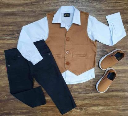 Camisa Social com Colete Marrom e Calça Jeans Preta Infantil