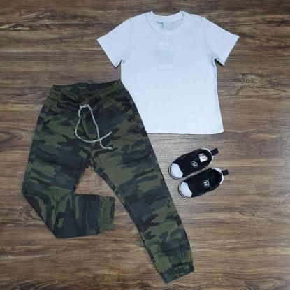 Camiseta Branca Básica Com Calça Jogger Camuflada Infantil