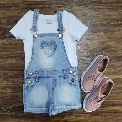 Camiseta Branca com Jardineira Jeans Infantil