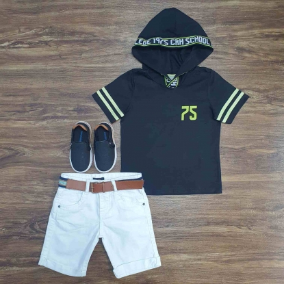 Camiseta com Capuz School 75 e Bermuda Branca Infantil