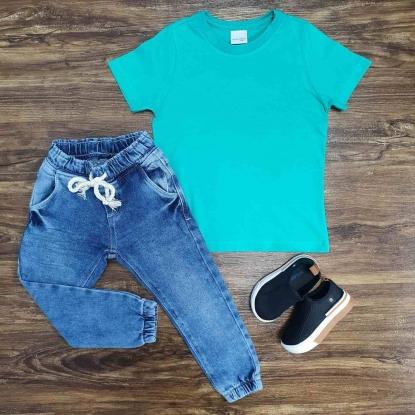 Camiseta Verde Básica com Calça Jeans Jogger Infantil