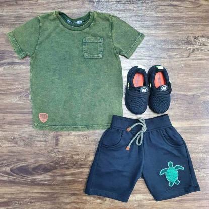 Camiseta Verde com Bolso e Bermuda Azul Infantil