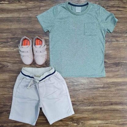 Camiseta Verde Musgo com Bermuda Branca Infantil
