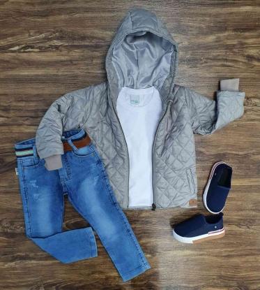 Jaqueta Cinza com Capuz Mais Camiseta Branca e Calça Jeans Infantil