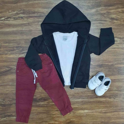 Jaqueta Preta com Capuz Mais Camiseta e Calça Jogger Infantil