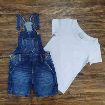 Jardineira Curta Jeans com Camiseta Branca Infantil