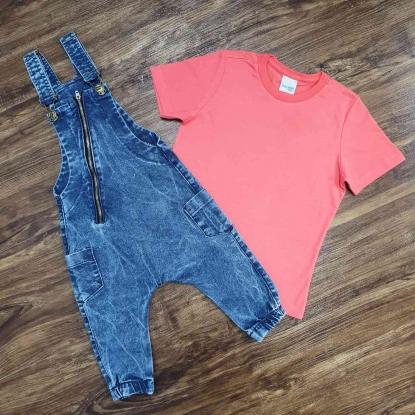 Jardineira Jeans com Zíper e Camiseta Básica Infantil