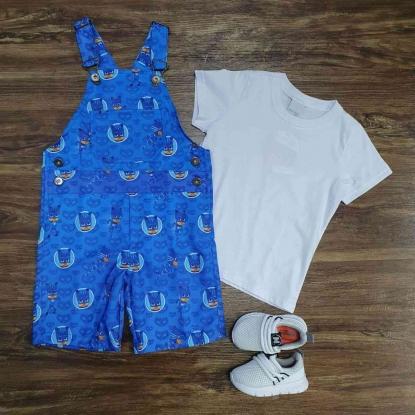 Look Jardineira PJ Masks com Camiseta Branca Infantil