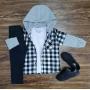 Calça Jeans Preta com Camiseta e Camisa Xadrez com Capuz