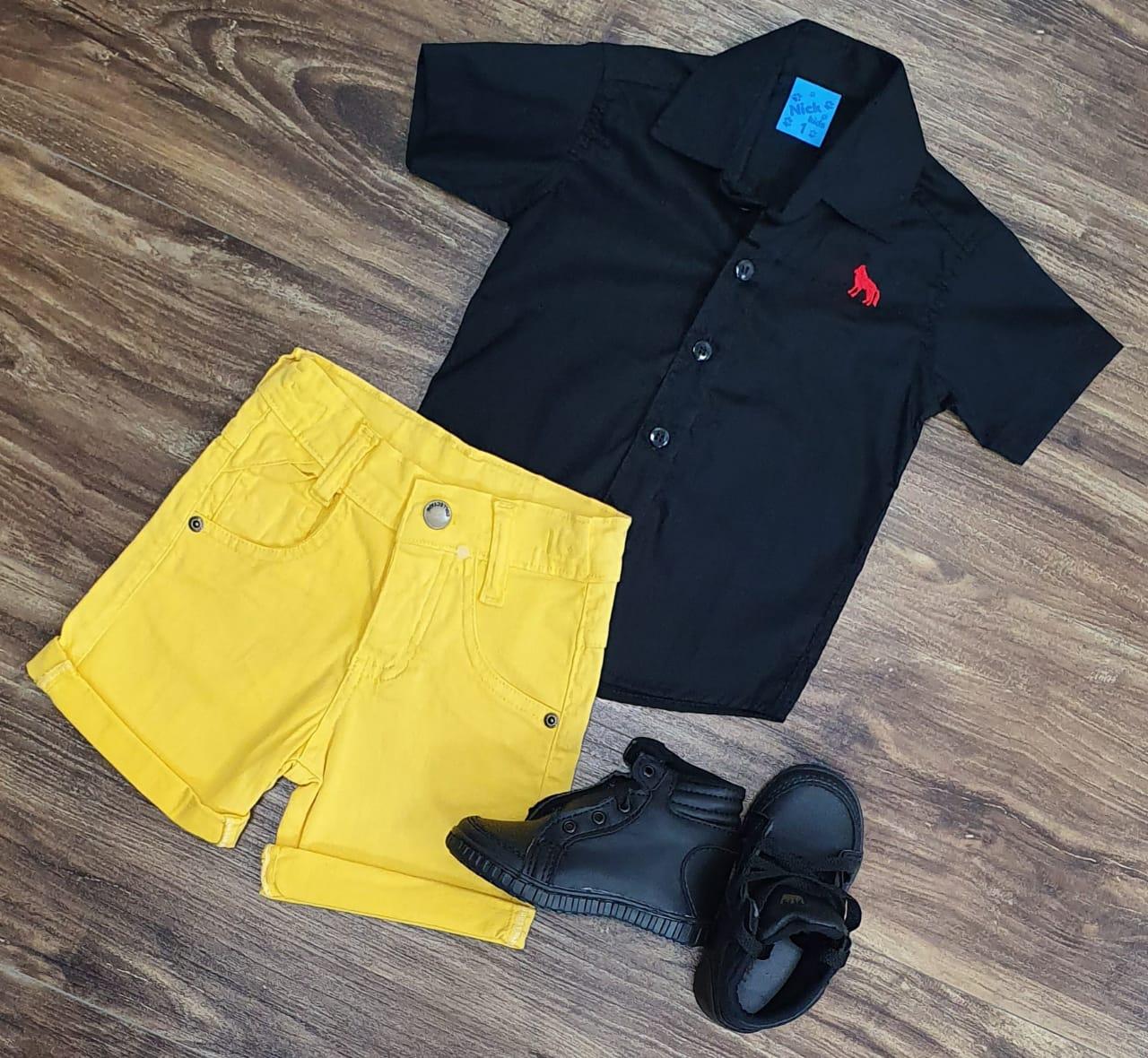 Bermuda Amarela com Camisa Preta