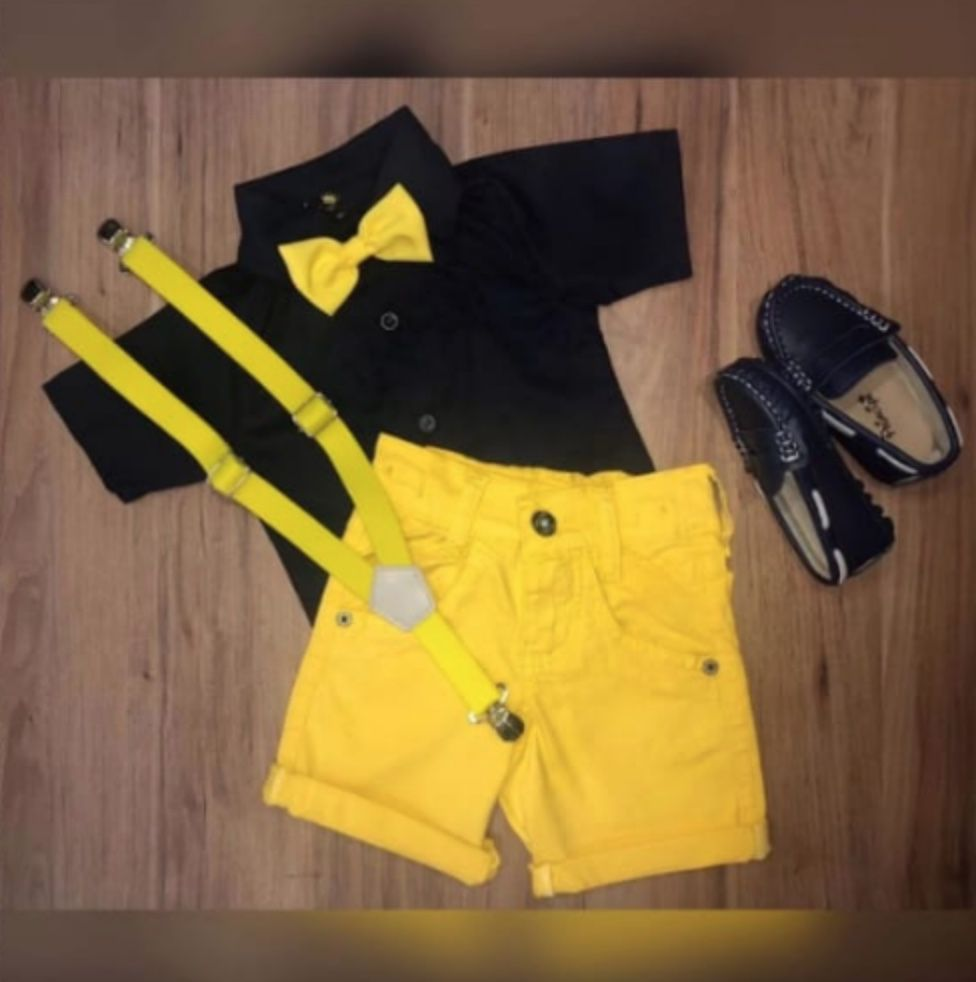 Bermuda Amarela com Suspensorio e Camisa Preta com Gravata