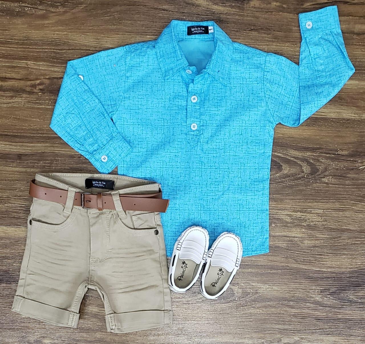 Bermuda Areia com Camisa Bata Azul Claro