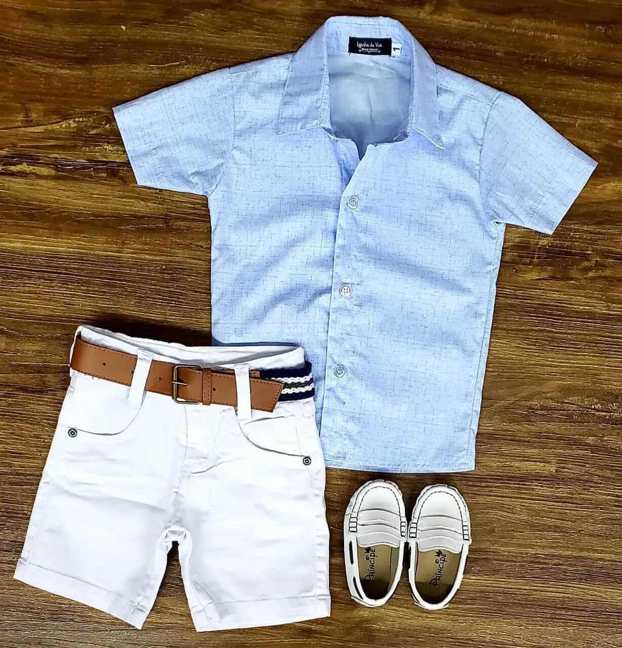Bermuda Branca com Camisa Azul Clara