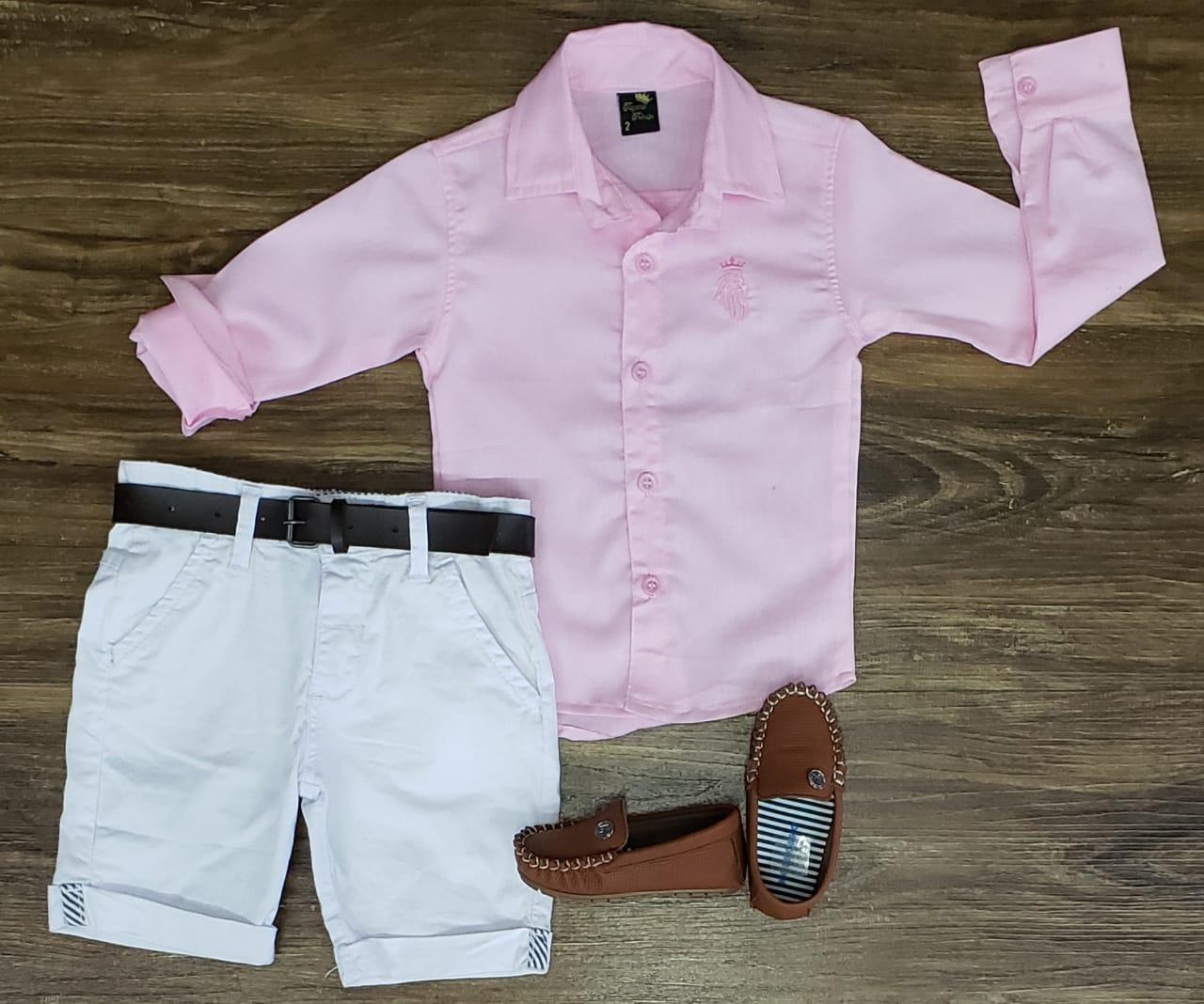 Bermuda Branca com Camisa Rosa Manga Longa