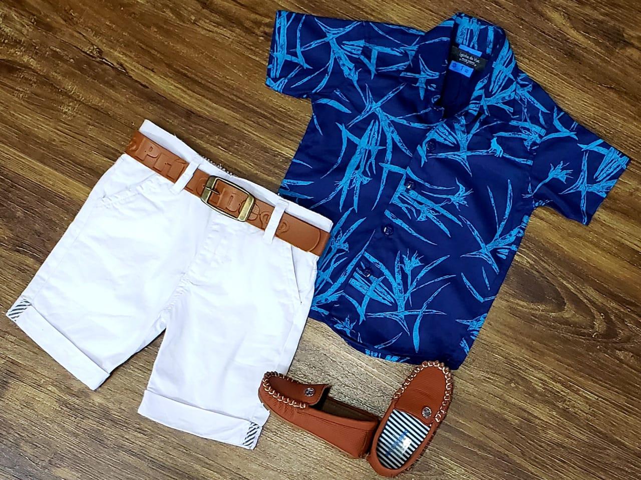 Bermuda Branca com Camisa Social Azul