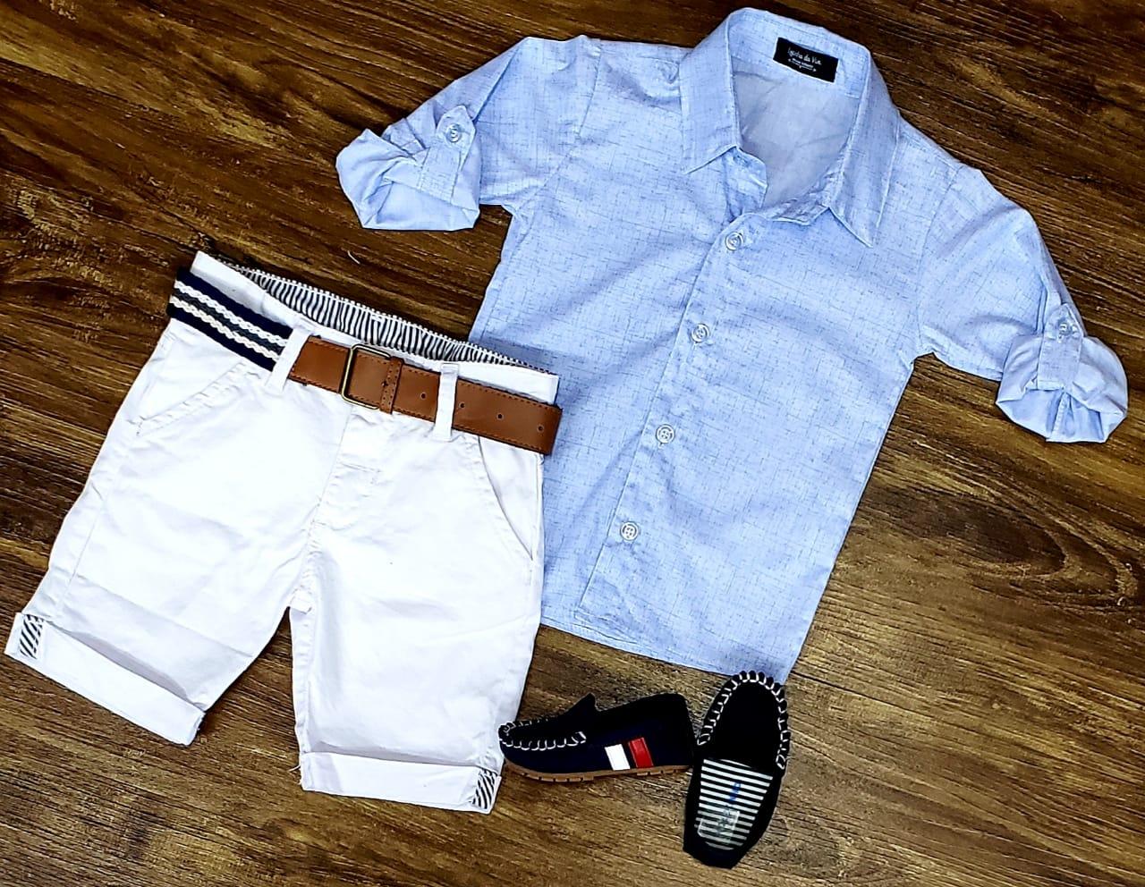 Bermuda Branca com Camisa Azul