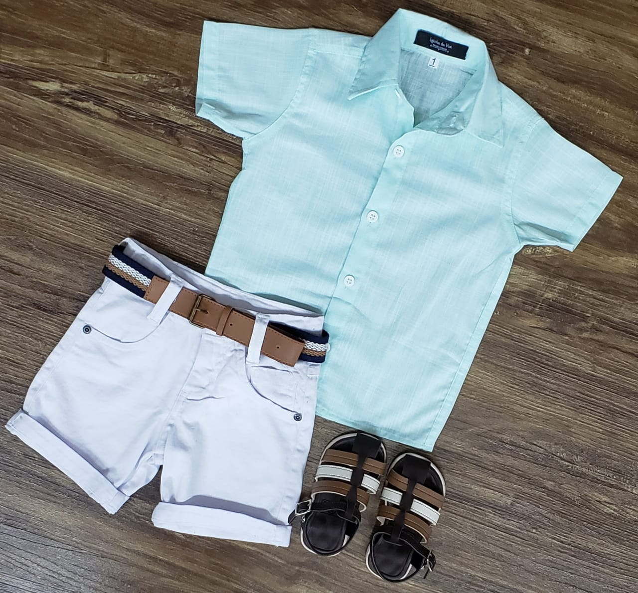 Bermuda Branca com Camisa Verde Água