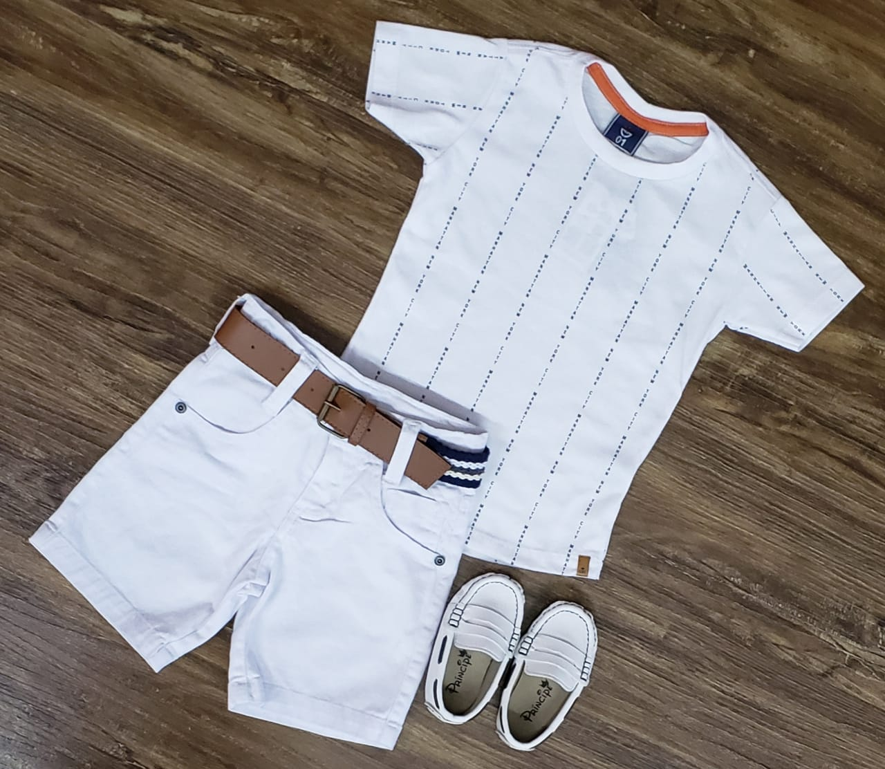 Bermuda Branca com Camiseta