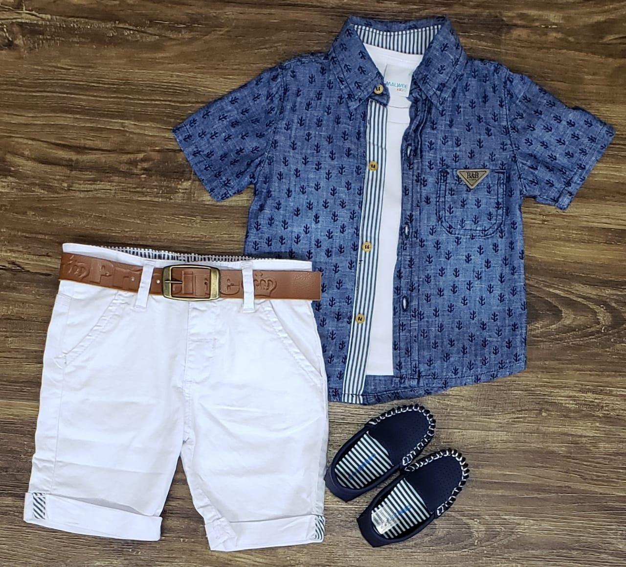 Bermuda Branca com Camiseta e Camisa Jeans