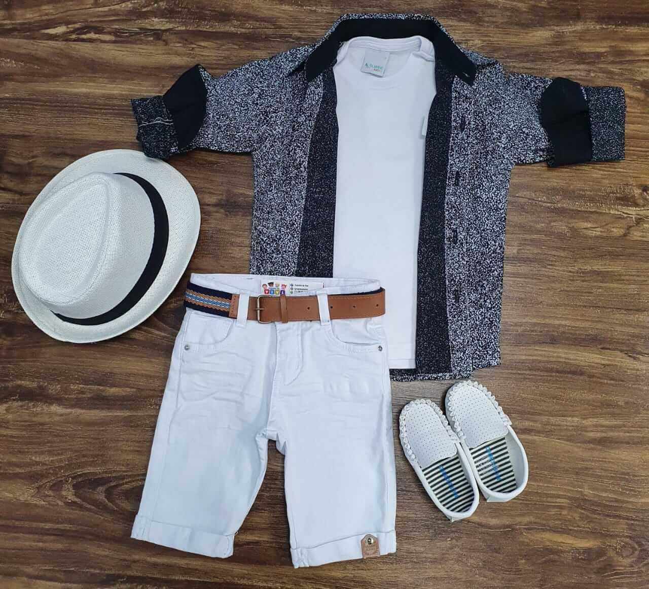 Bermuda Branca com Camiseta e Camisa Rajada Infantil