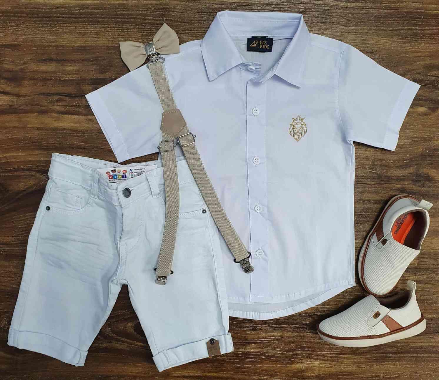Bermuda Branca com Suspensório e Camisa Social com Gravata
