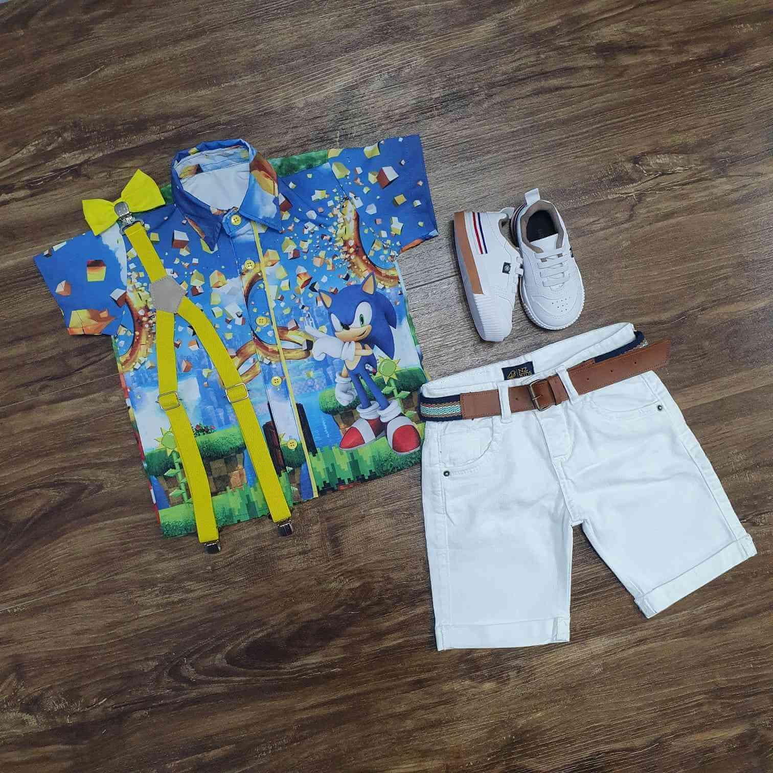 Bermuda Branca com Suspensório e Camisa Sonic com Gravata