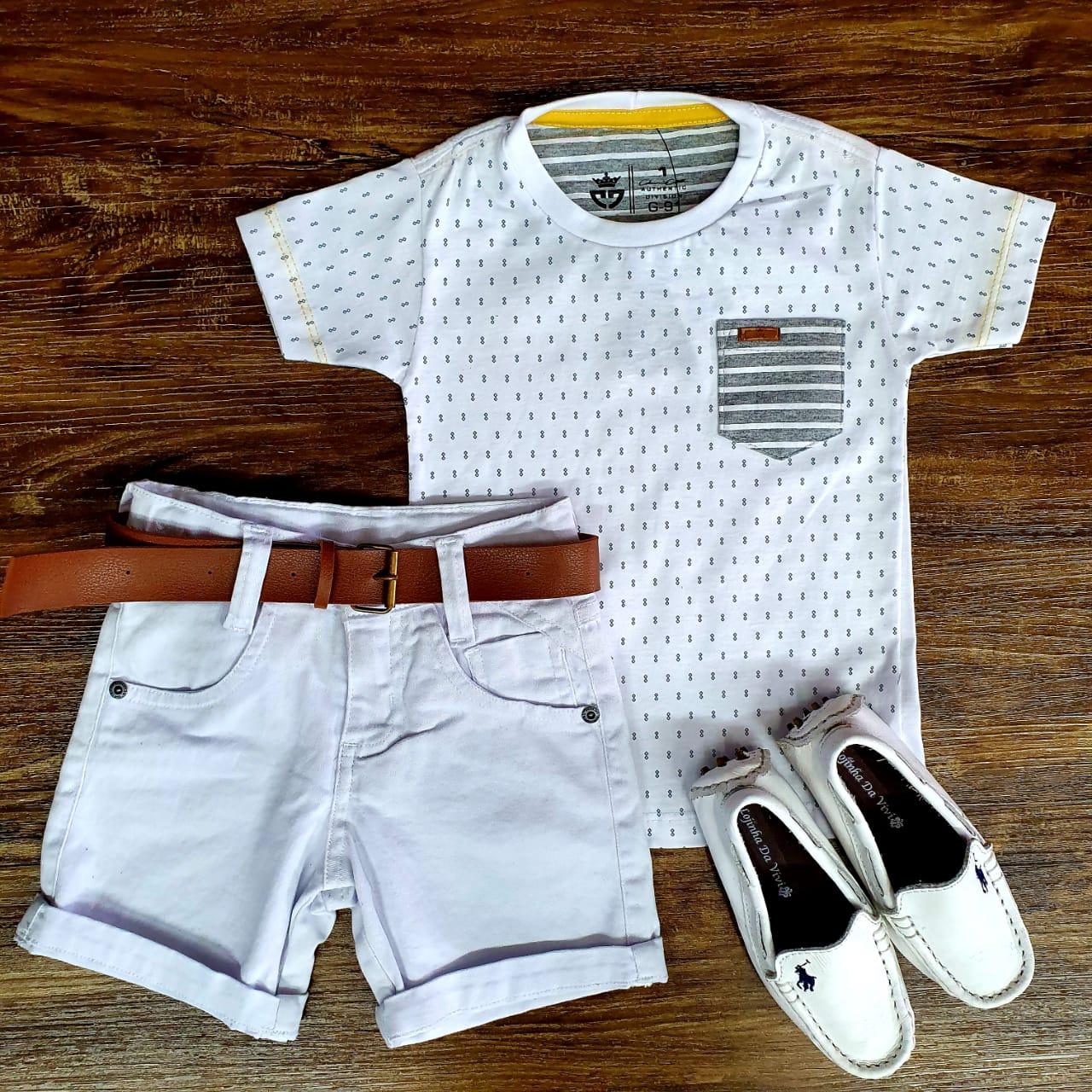 Bermuda Branca e Camiseta Branca com Bolso