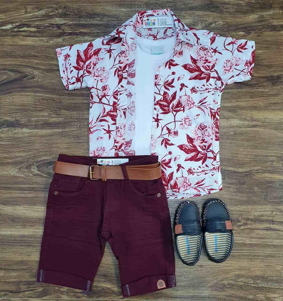 Bermuda com Camisa Floral mais Camiseta Infantil