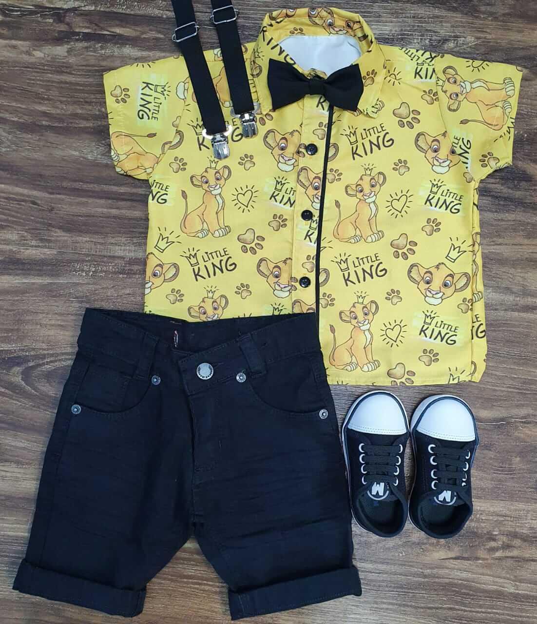 Bermuda com Suspensório e Camisa Rei Leão com Gravata Infantil