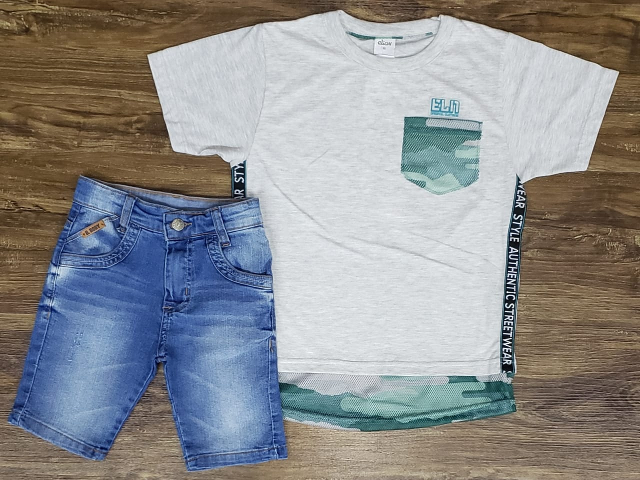 Bermuda Jeans com Camiseta Long