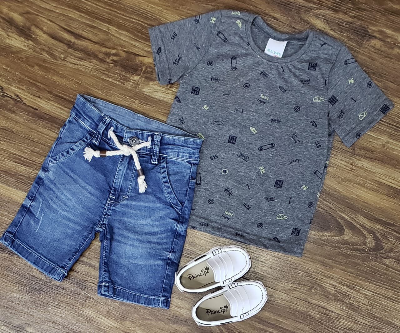 Bermuda Jeans com Camiseta Cinza