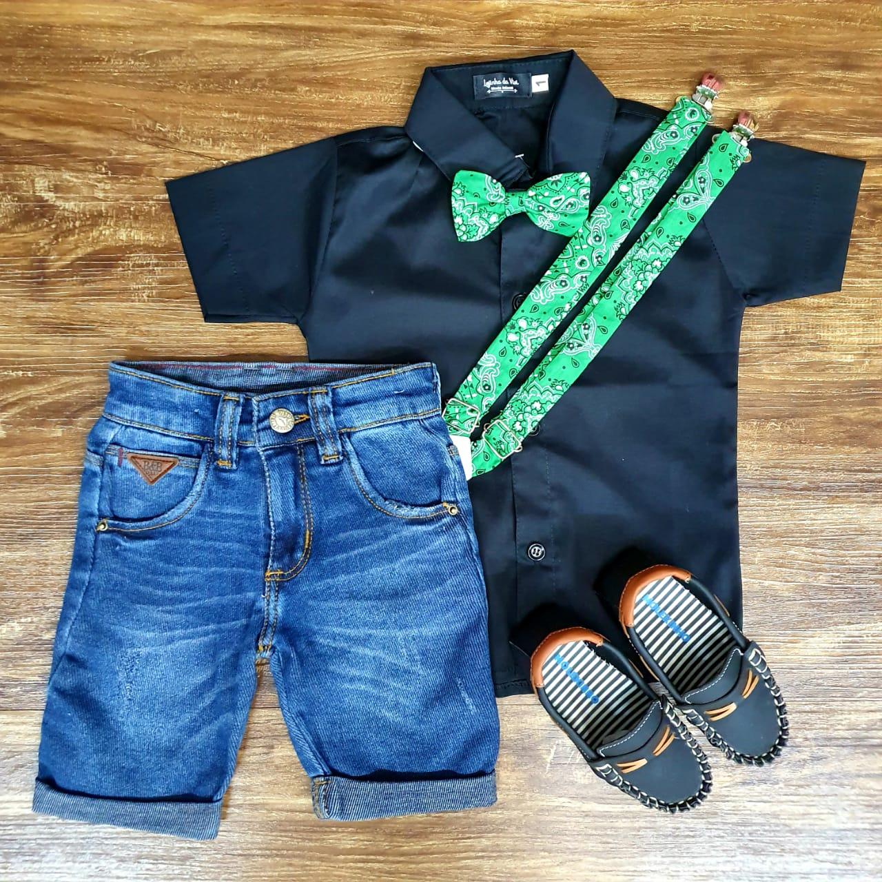 Bermuda Jeans com Suspensório e Camisa Preta com Gravata