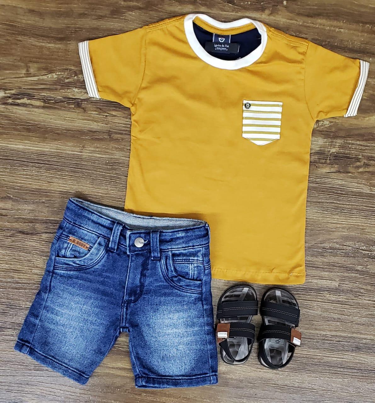 Bermuda Jeans e Camiseta Mostarda com Bolso